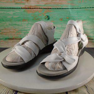 Clarks Saylie Moon White Sandals 7 Wide